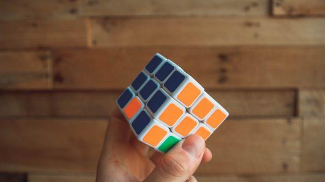Att lösa rubiks kuber tränar hjärnan